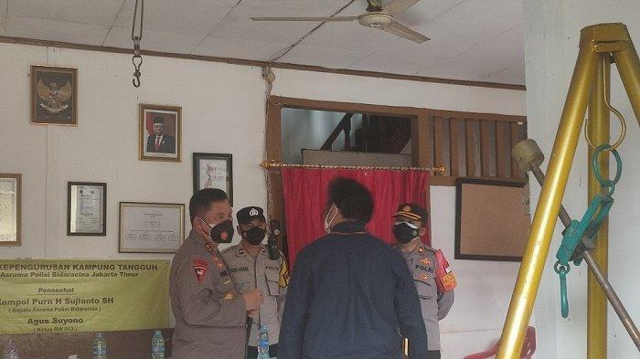 Kapolda Metro Jaya Tinjau Penerapan PPKM Mikro di Asrama Polisi Tangguh Jaya RW 013 Bidara Cina