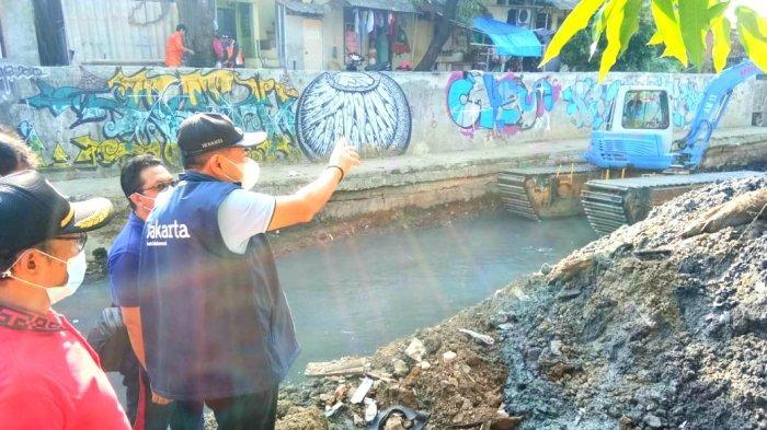 Sempat Ada Genangan Air saat Hujan Deras, Kali Sentiong Banyak Sampah dan Lumpur
