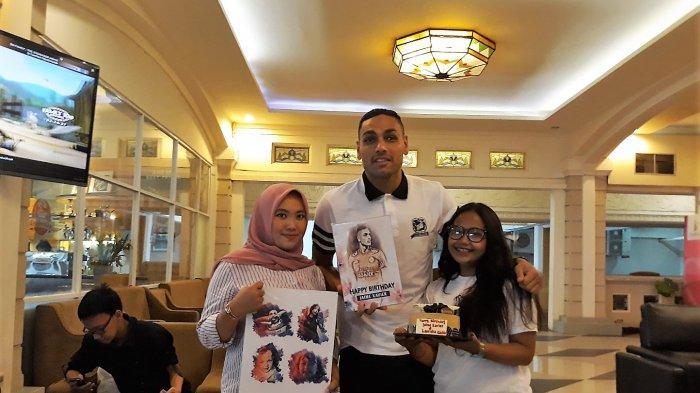 Jaimerson Xavier Dapat Kejutan dari Fans Setia, Kagum Hingga Rela Terbang dari Yogyakarta-Jakarta