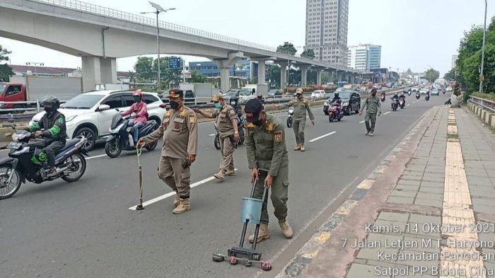 Sisir Jalan Se-Jakarta Timur, Petugas Temukan 3 Kilogram Lebih Ranjau Paku