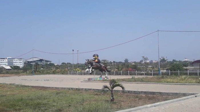 Bayar Mulai Rp 200 Ribu Siapapun Bisa Belajar Menunggang Kuda di Jakarta Equistrian Park