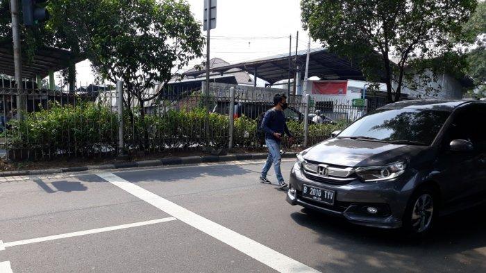 BREAKING NEWS Kecelakaan Maut di Jatinegara, 6 Penumpang Vespa Extreme jadi Korban, 1 Tewas