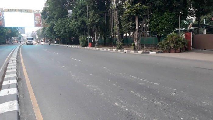 BERITA FOTO: Hari Pertama PSBB, Ruas Jalan di Bekasi Menuju Jakarta Lengang - jalan-di-bekasi-sepi.jpg