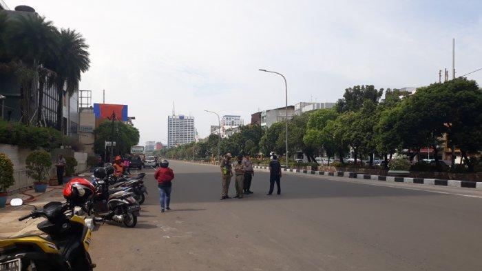 Antisipasi Demo UU Cipta Kerja, Jalan Gajah Mada Menuju Glodok Ditutup