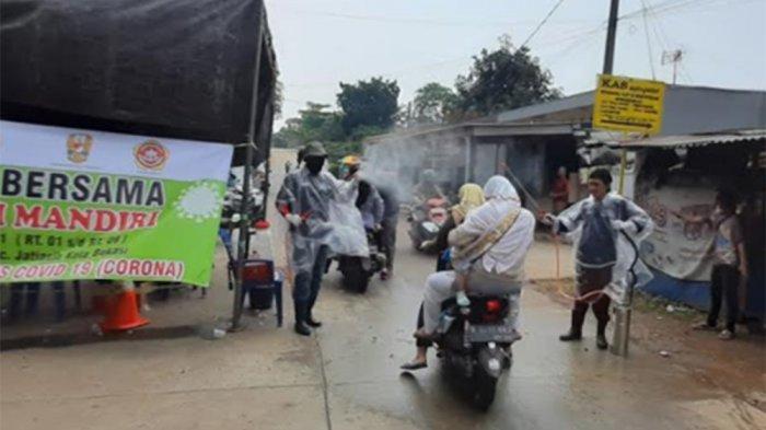 Melihat 'Lockdown Lokal' Kampung Jaha Jatiasih Bekasi, Hanya Sisakan Satu Akses Jalan Masuk - jalan-haji-nipan-kampung-jaha-jatiasih.jpg