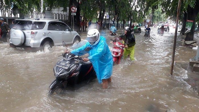 Saat Sepeda Motor Terendam Banjir, Sebaiknya Anda Jangan Langsung Menyalakan Mesin