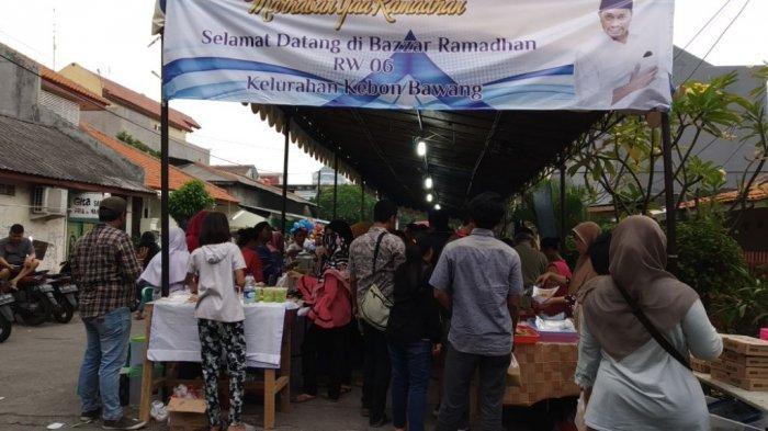 Selama Bulan Puasa, Beraneka macam Takjil Tersedia di Jalan Kebon Bawang Jakarta Utara