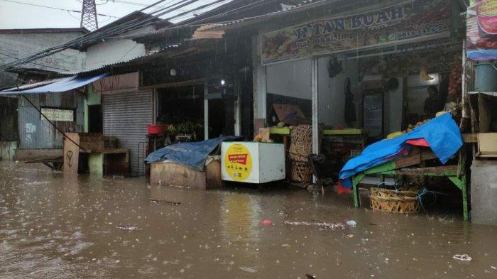 Jalan Kemang Utara IX, Mampang Prapatan, Jakarta Selatan, terendam banjir pada Kamis (18/2/2021).