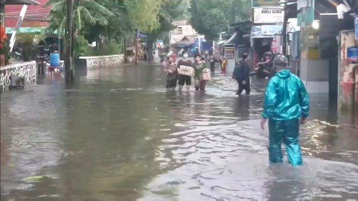 Jalan Kemang Utara IX, Mampang Prapatan, Jakarta Selatan, terendam banjir pada Jumat (2/10/2020).