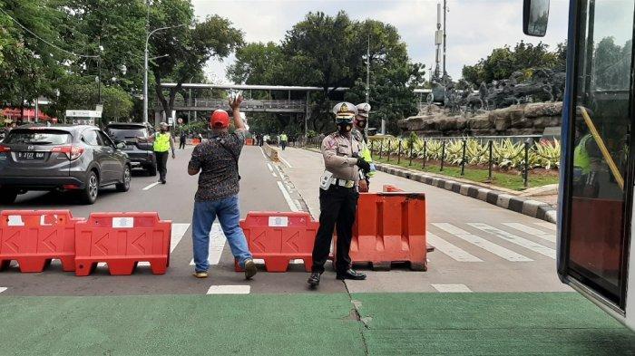 Ada Unjuk Rasa, Jalan Medan Merdeka Barat Ditutup