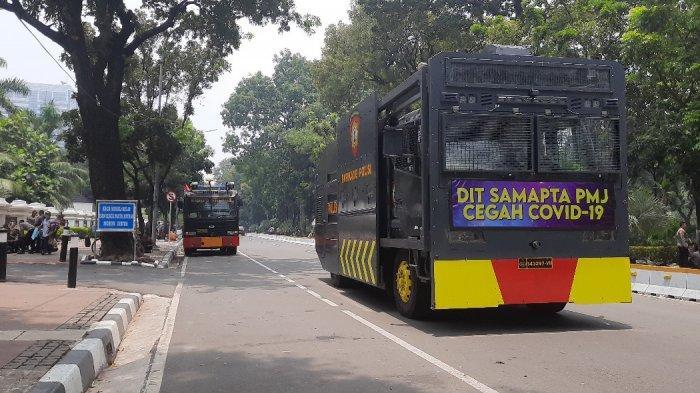 Situasi terkini di Jalan Medan Merdeka Barat, Jumat (16/10/2020).