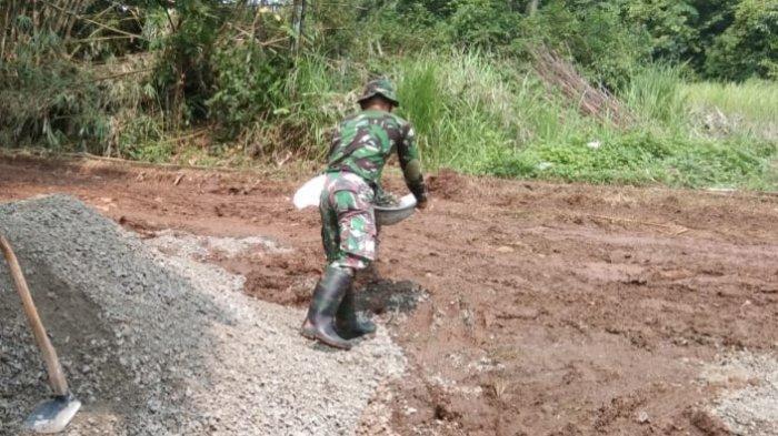 Jalan yang rusak, serta pembangunan gorong-gorong dan turap jadi sasaran pembangunan fisik yang dilaksanakan dalam rangka TMMD tahun ini