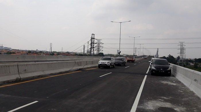 Waspadai Turun di KM 48, Pantauan Terkini Jalan Layang Tol Jakarta-Cikampek Ramai Lancar
