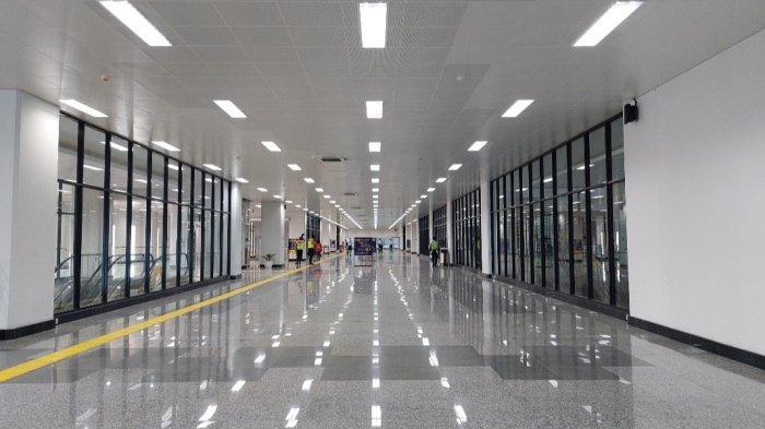 Jalur layang atau elevated track Bogor line di Stasiun Manggarai, sudah rampung dibangun. Begini potret bagunan lantai 2 Stasiun Manggarai yang baru beroperasi.