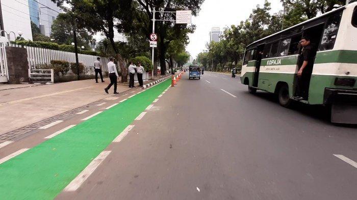 jalur-sepeda-di-jalan-medan-merdeka.jpg