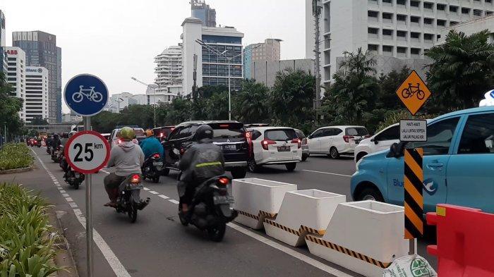 VIRAL Video Pesepeda Tak Gunakan Jalur Sepeda di Jalan Sudirman, Polisi: Bisa Kena Sanksi Kurungan