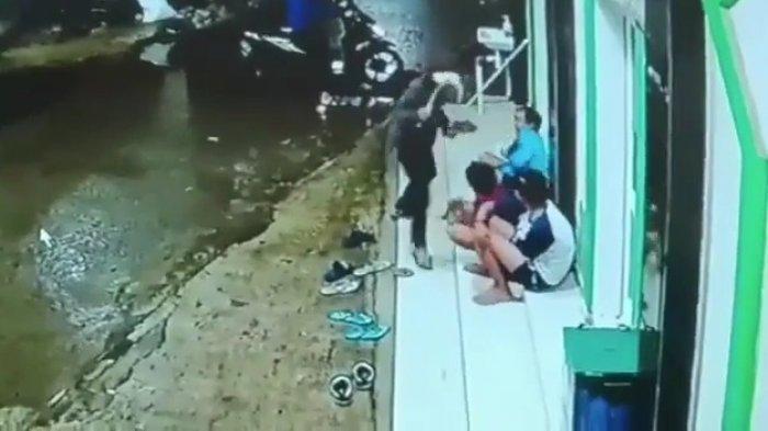 Jambret Bercelurit Serang 4 Remaja di Pondok Aren, 2 Ponsel Berhasil Dibawa Kabur