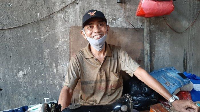 Jadi Penjahit Terlama di Kolong Flyover Jatinegara, Cerita Januri Bisa Beli Rumah dari Menabung