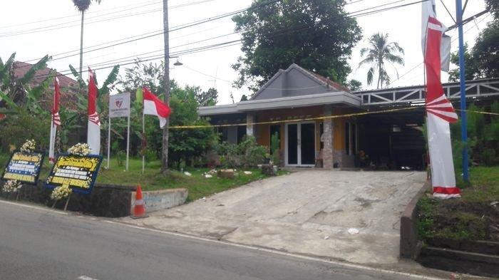Rumah lokasi penemuan jasad ibu dan anak di bagasi mobil di Kampung Ciseuti Desa Jalan Cagak Kecamatan Jalan Cagak,Kabupaten Subang.