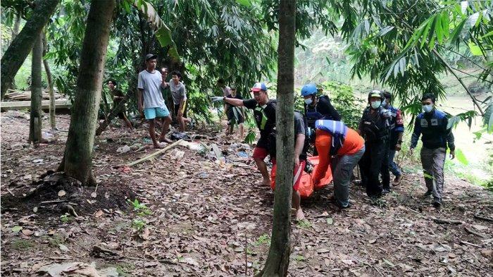 Jasad korban ketika dievakuasi petugas, Selasa (1/6/2021).