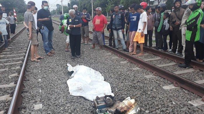 Seorang Pedagang Kue Putu Tewas Tersambar Kereta di Cakung