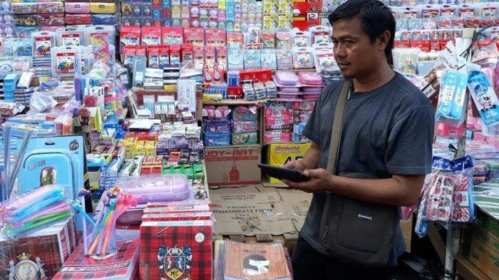 Jelang Tahun Ajaran Baru, Pedagang Alat Tulis Menjamur di Pasar Pagi Asemka
