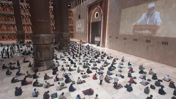 Penampakan Jemaah Salat Tarawih di Masjid Istiqlal Malam Pertama