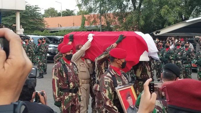 Tangis Keluarga Pecah Saat Jenazah Kepala BIN Papua Gusti Putu Danny Tiba di Bandara Soekarno-Hatta
