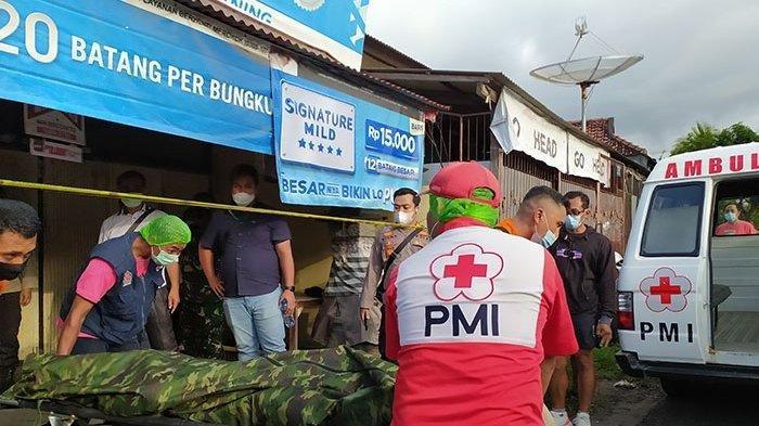 Jenazah Ketut Mintaning saat hendak dievakuasi ke RSUD Buleleng untuk diautopsi, Senin (29/3/2021) sore. (Tribun Bali/Ratu Ayu Astri Desiani)
