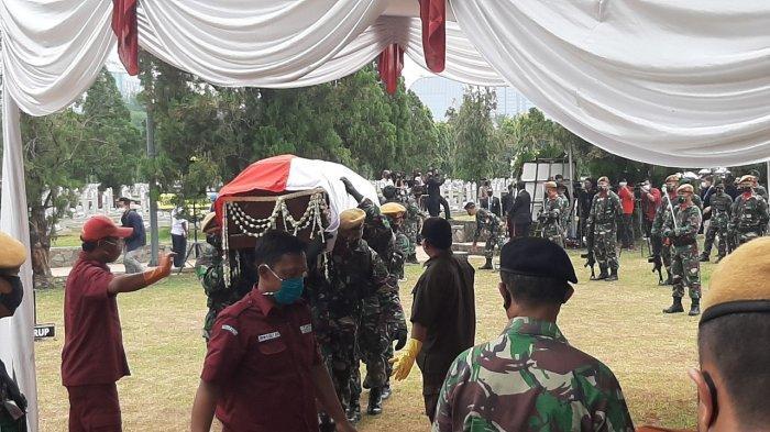Jenazah Pendiri Kompas Gramedia Jakob Oetama Tiba di Taman Makam Pahlawan Kalibata