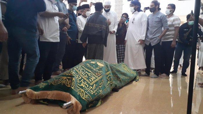 Jenazah Syekh Ali Jaber di Ponpes Daarul Qur'an, Cipondoh, Tangerang, Kamis (14/1/2021).