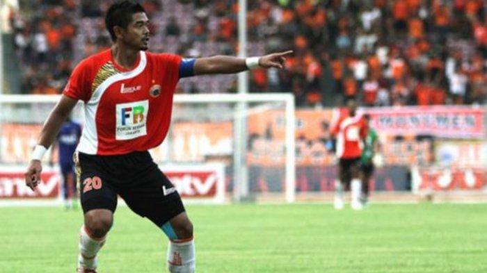 Nostalgia Jersey Persija Jakarta Musim 2011/2012, Miliki Garis Loreng khas Macan