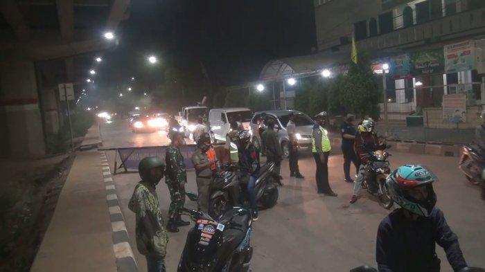 PPKM Darurat Diberlakukan, Jalan Kalimalang Ditutup Mulai Dini Hari, Kendaraan Diputar Balik