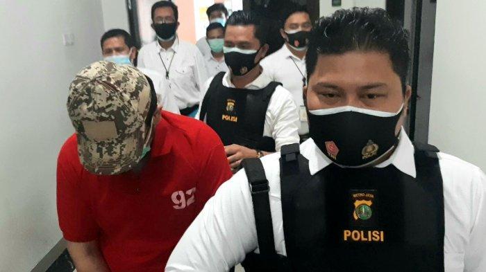 Polres Metro Jakarta Pusat menetapkan JN (23), pasien Rumah Sakit Darurat (RSD) Wisma Atlet Kemayoran yang melakukan tindak asusila sesama jenis, Selasa (19/1/2021).