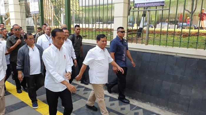 Saat Jokowi dan Prabowo Jalan Kaki dari Stasiun MRT dan Makan Siang Sate di Senayan