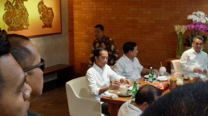 Duduk Satu Meja Begini Keakraban Jokowi dan Prabowo Saat Makan SiangSate