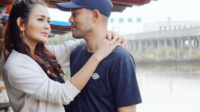 Kenang Kebersamaan dengan Suami di 2019, Istri Herman Seventeen: Tak Melupakan Tapi Mulai Harapan