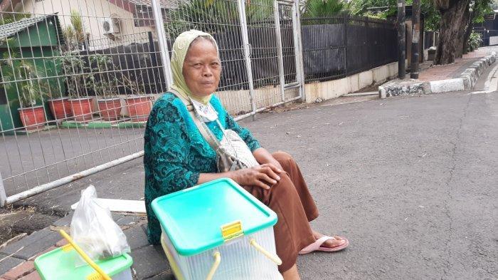 Kisah Jumiem, Perjuangan Nenek Berjualan Kue demi Bertahan Hidup di Tengah Pandemi