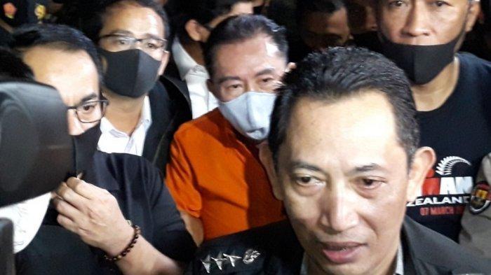 Kabareskrim Polri Komjen Listyo Sigit Prabowo saat memberi keterangan terkait penangkapan Djoko Tjandra (kemeja oranye) di Bandara Halim Perdanakusuma, Jakarta Timur, Kamis (30/7/2020).