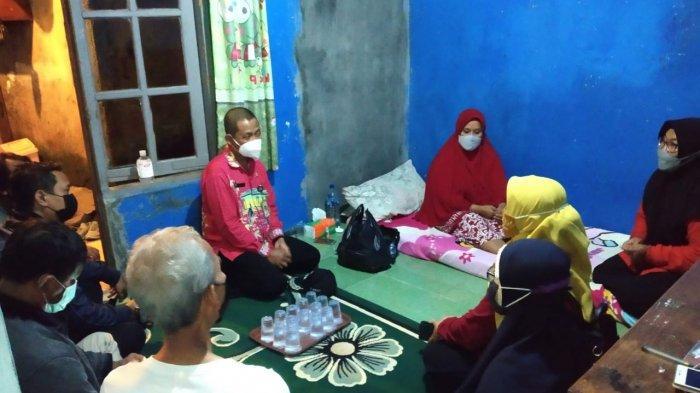 Ibu-ibu Kader PKK di Ciracas Beri Dukungan untuk Ibu Hamil Korban Penembakan