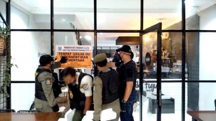 Kafe di Serpong, Tangsel, disegel aparat Satpol PP, Kamis (21/1/2021).