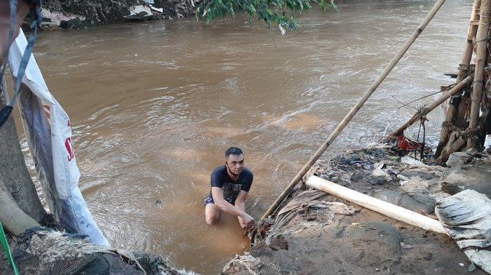 Ada Jejak Kaki di Tepi Kali Ciluwung, Ketua RW Kampung Melayu Duga Bocah 3 Tahun Tenggelam Tepeleset