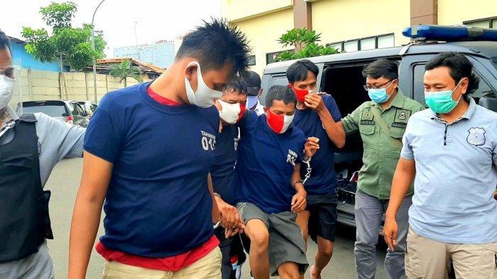 Kaki TNI Gadungan Pincang saat Dibawa ke Kantor Polisi, Modus Tipu Korban dan Bawa Kabur Motor