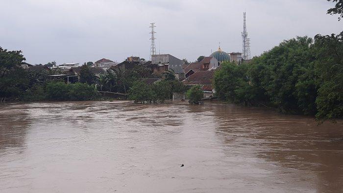 Penampakan Kali Bekasi saat Tinggi Muka Air Berada di Titik Maksimal, Sejumlah Wilayah Kebanjiran