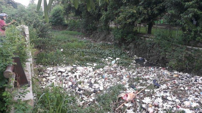 UPTD Lingkungan Hidup Bekasi Timur Perkirakan Volume Sampah Kali Jalan Unisma Capai 5 Ton