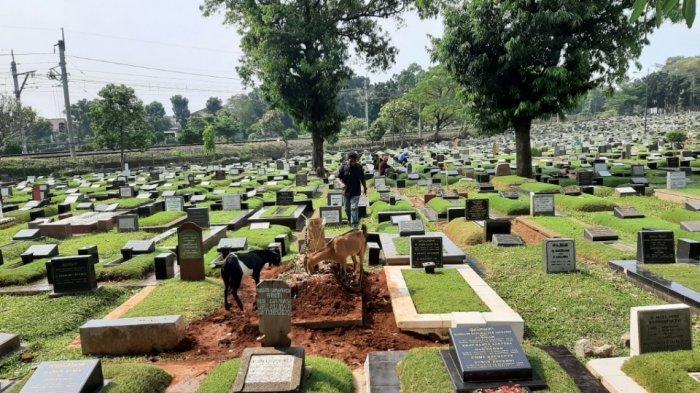 Tempat Pemakaman Umum (TPU) Tanah Kusir, Kebayoran Lama, Jakarta Selatan tampak sepi peziarah pada Rabu (12/5/2021) siang.