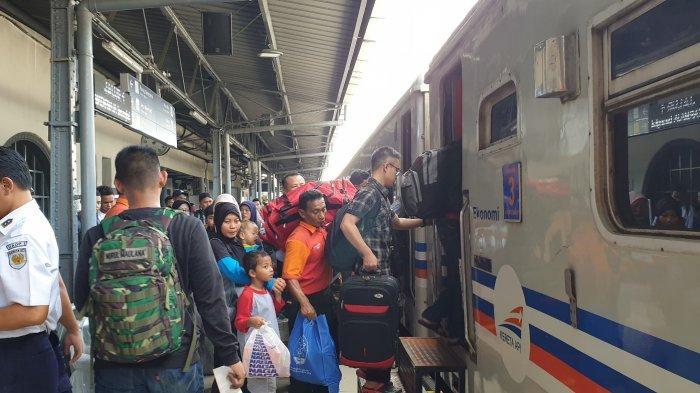 H-5 Lebaran, PT KAI: 24.500 Pemudik Berangkat dari Stasiun Pasar Senen