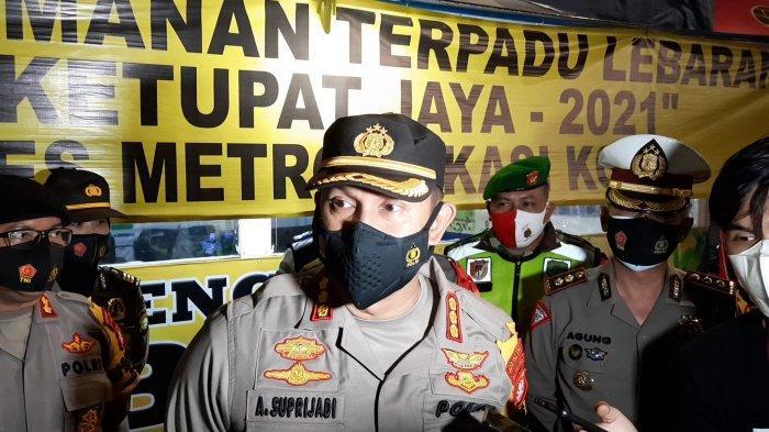 Kapolres Metro Bekasi Kota Kombes Polisi Aloysius Suprijadi di GT Bekasi Barat, Kamis (6/5/2021).
