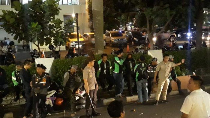 Ini Alasan Polisi Tak Bubarkan Paksa Massa Garda di Depan Kantor Grab