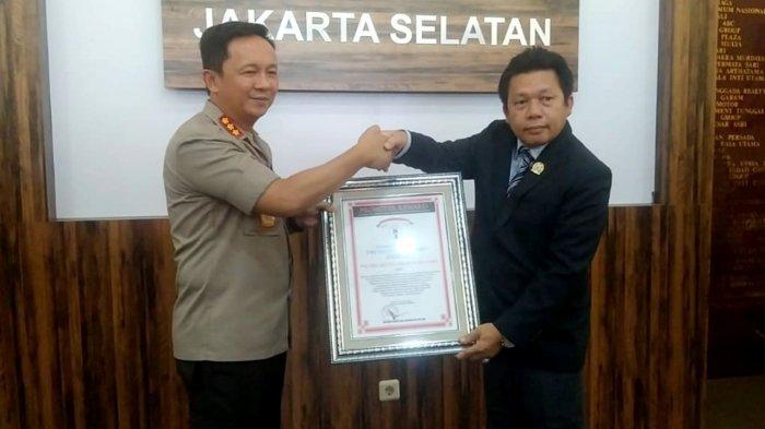 Polrestro Jakarta Selatan Terima Penghargaan Ungkap Kasus Senjata Api Ilegal Koboi Lamborghini